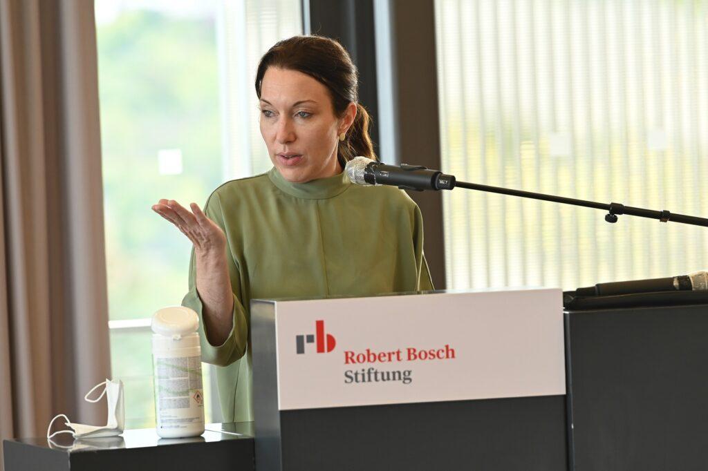 Sarah Fuchs bei ihrem Kommentar aus Sicht der Freudenberg Stiftung