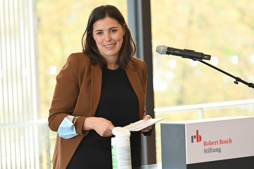Raphaela Schweiger bei ihrem Kommentar aus Sicht der Robert Bosch Stiftung
